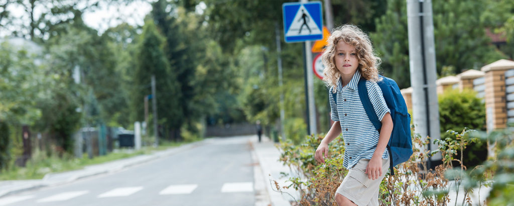 A school boy crossing the street: the dangers of lacking sound localisation