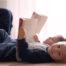 Tanulás és hallás - két kisfiú olvasás közben